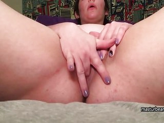Mom Andrea squirts and shakes