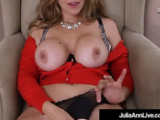 Breasty mother i'd like to fuck julia ann sextoy drills her soaked muff!