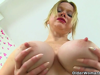 English mother i'd like to fuck summer fills up her holes with dildos