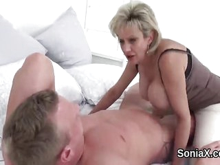 Unfaithful uk mature lady sonia pops out her big